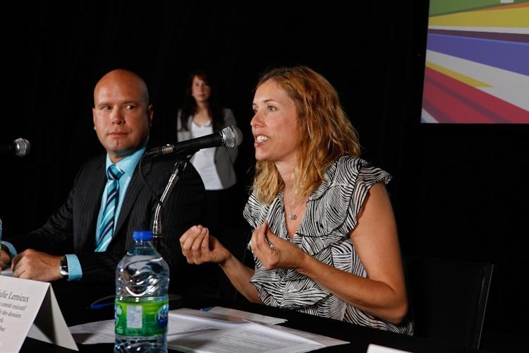Présentation de Julie  Lemieux, membre du  Conseil exécutif de la  VIIIe de Québec lors  de la Conférence de  presse sur le Bivouac  urbain  Québec 5  juillet 2011 11 TlX1470