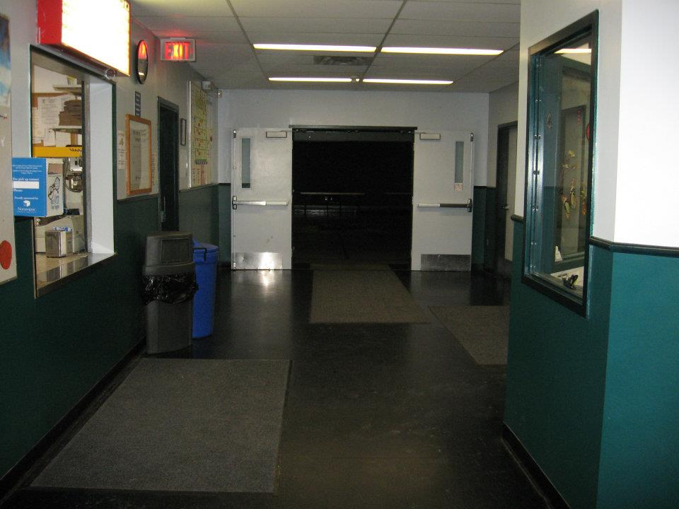 https://0901.nccdn.net/4_2/000/000/038/2d3/entrance-to-gym.jpg