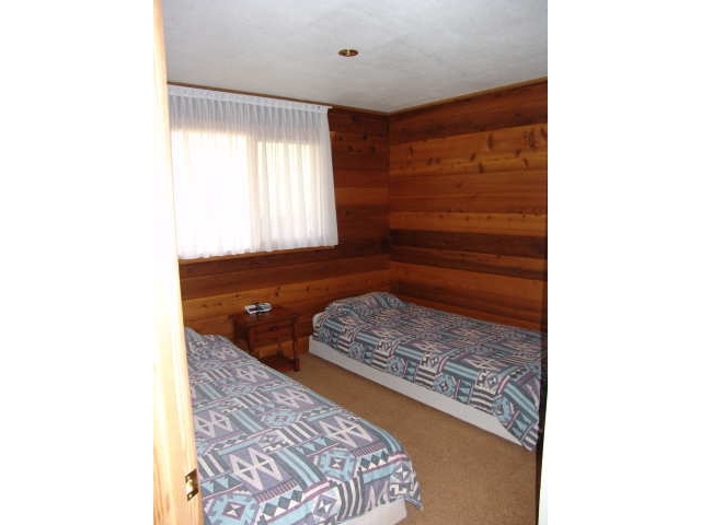 https://0901.nccdn.net/4_2/000/000/038/2d3/the_Elk_bedroom-640x480.jpg