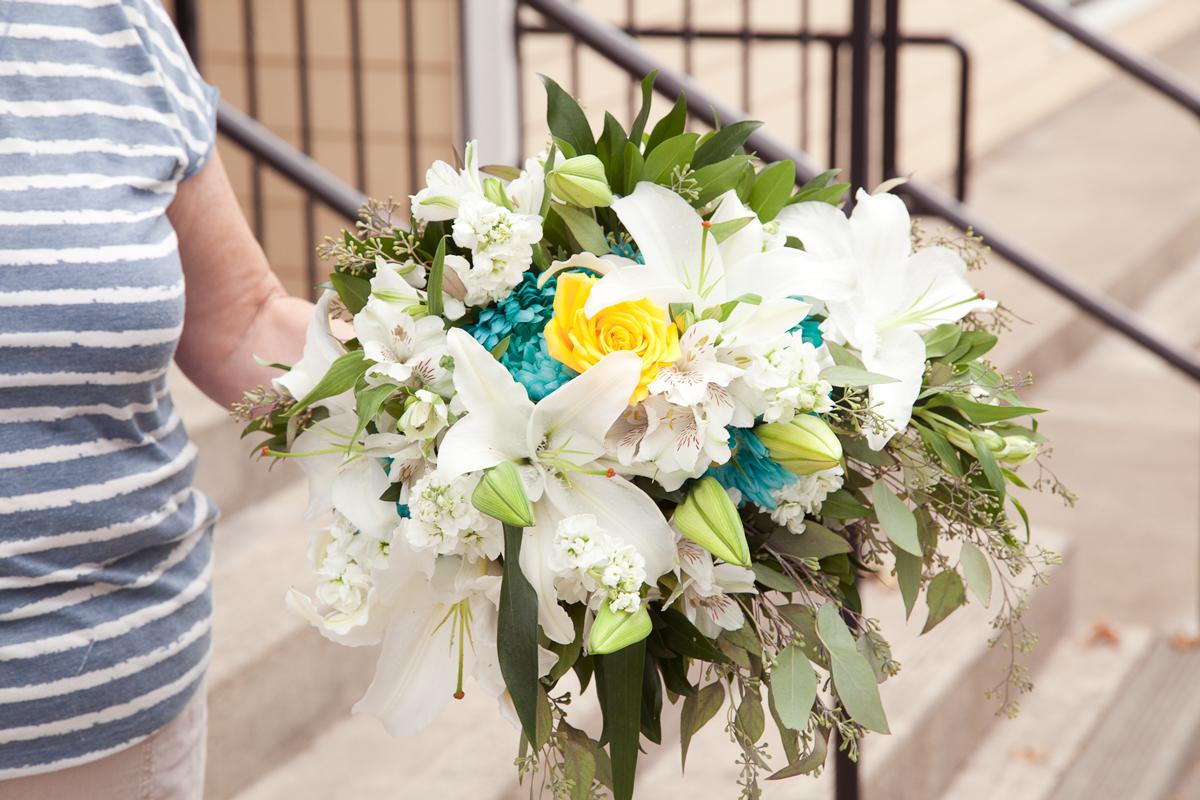 https://0901.nccdn.net/4_2/000/000/038/2d3/weddingrosebouquet-port-alberni-7628-.jpg