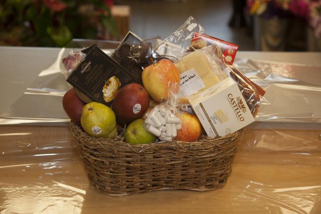 https://0901.nccdn.net/4_2/000/000/038/2d3/zgb_gourmet_basket_portalberni-3093.jpg