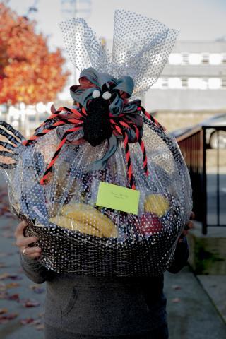 https://0901.nccdn.net/4_2/000/000/03f/ac7/0g_gift_baskets_port_alberni-3148.jpg