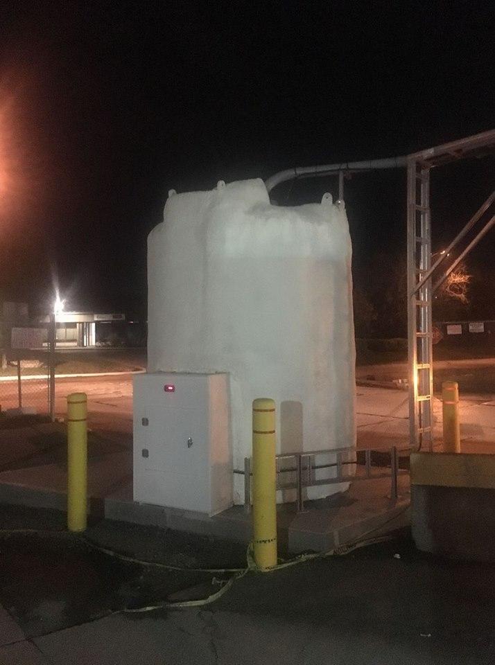https://0901.nccdn.net/4_2/000/000/03f/ac7/DEF-3000-US-gallons.jpg