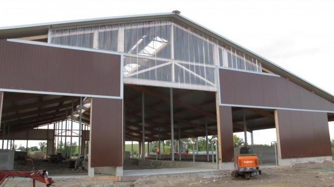 2012 Stirling - Dairy barn and milk house