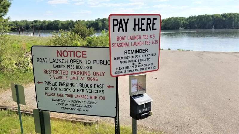 Boat launch donation and instructions sign.