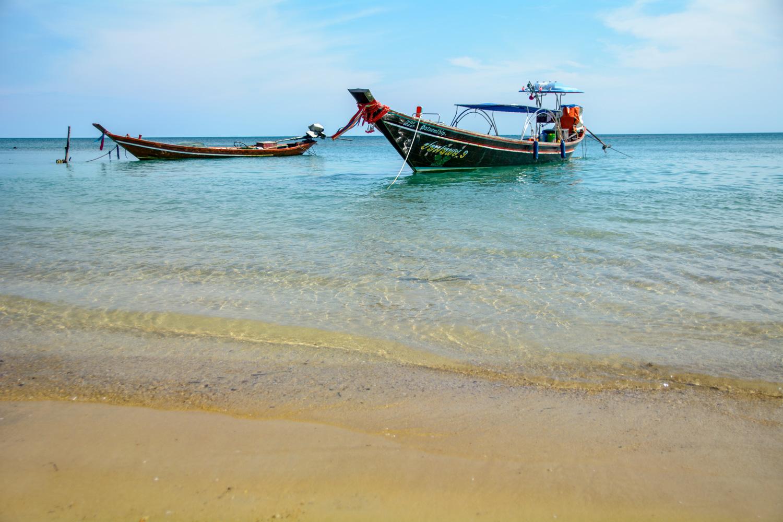 https://0901.nccdn.net/4_2/000/000/03f/ac7/fishing-boats-at-rest.jpg