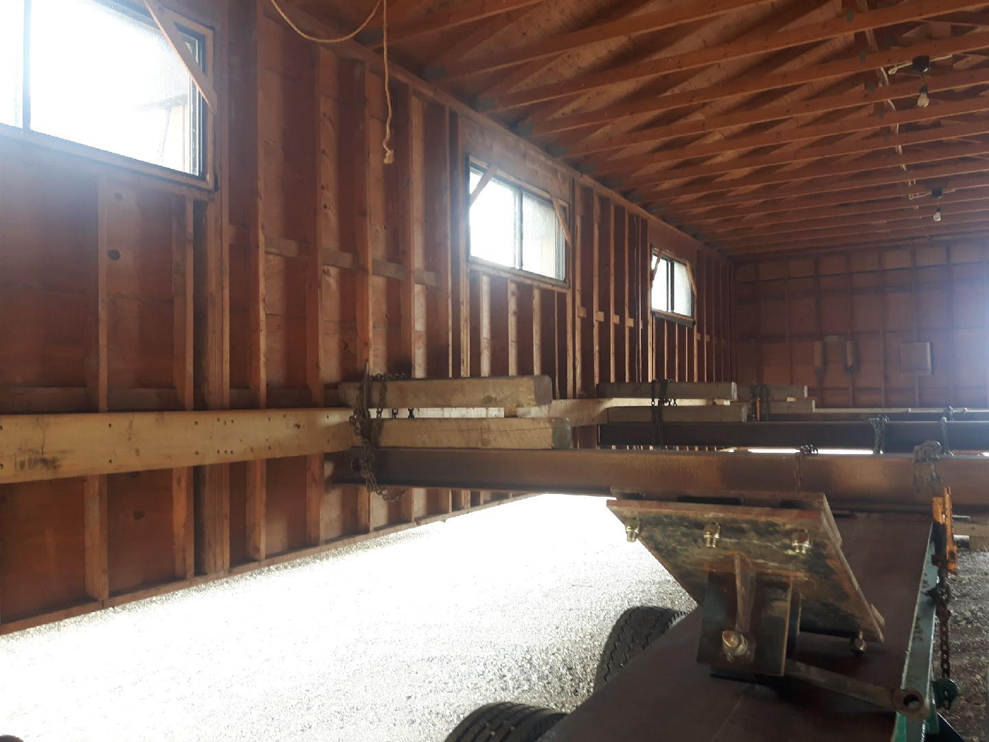 https://0901.nccdn.net/4_2/000/000/03f/ac7/interior-of-barn.jpg