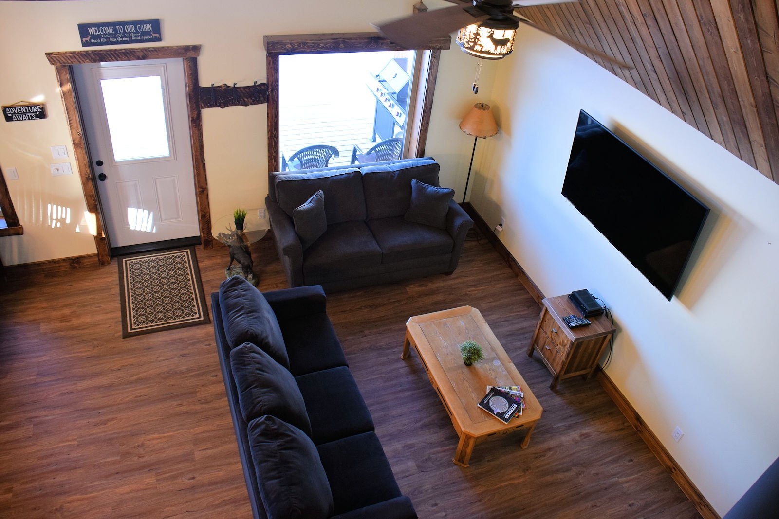 https://0901.nccdn.net/4_2/000/000/03f/ac7/view-from-loft-into-living-area-1600x1067.jpg