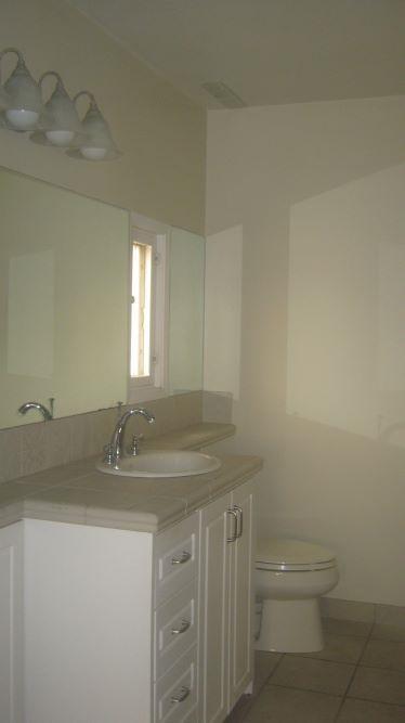 https://0901.nccdn.net/4_2/000/000/046/6ea/Bathroom-374x667.jpg