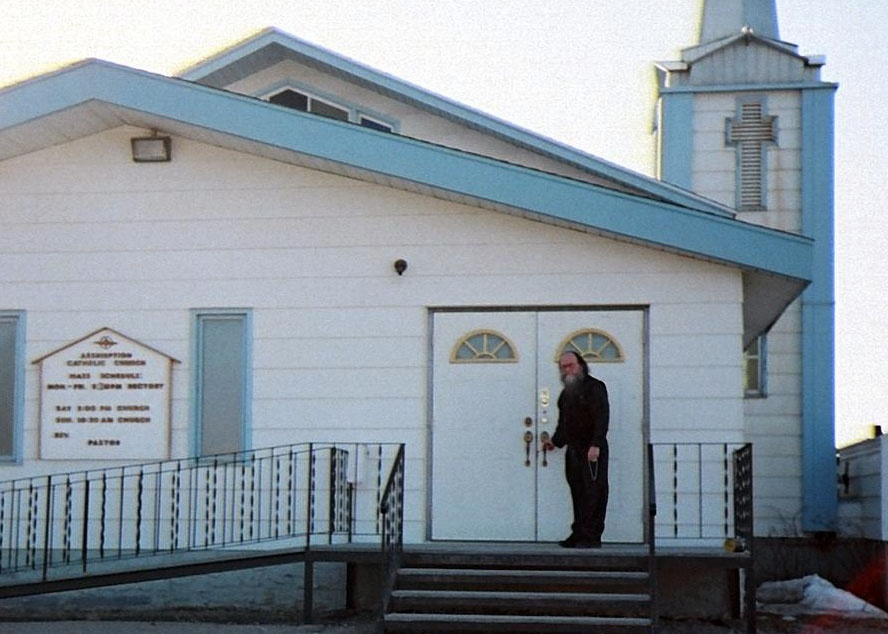 https://0901.nccdn.net/4_2/000/000/046/6ea/Bernie-church-door-Hay-River-888x634.jpg