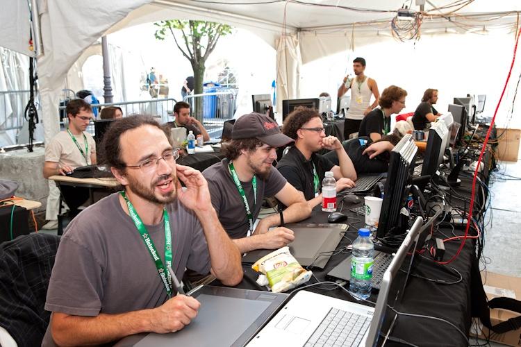 Quelques participants  à l'oeuvre  5 août 2011 1x3086