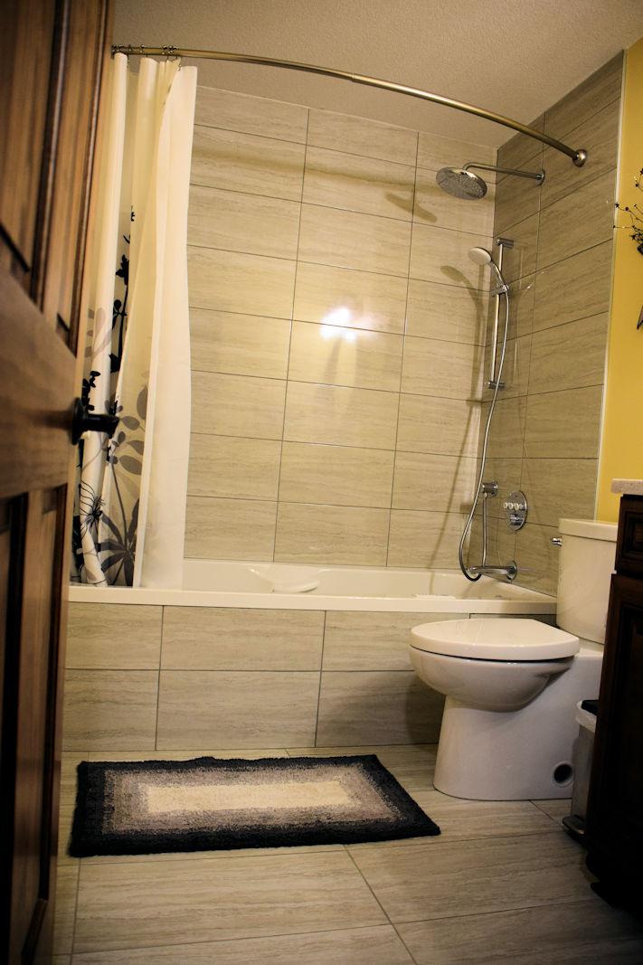 https://0901.nccdn.net/4_2/000/000/046/6ea/bathroom-711x1067.jpg