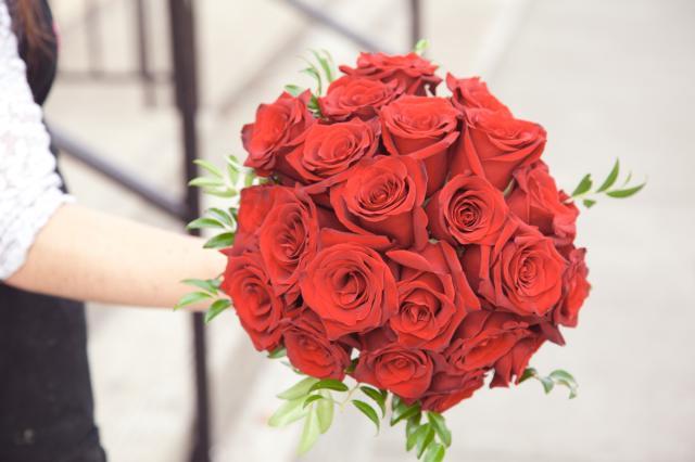 https://0901.nccdn.net/4_2/000/000/046/6ea/bridal-bouquet-port-alberni-florist-0813b.jpg