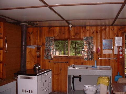 https://0901.nccdn.net/4_2/000/000/046/6ea/cabin-4-kitchen-area--1--480x360-480x360.jpg