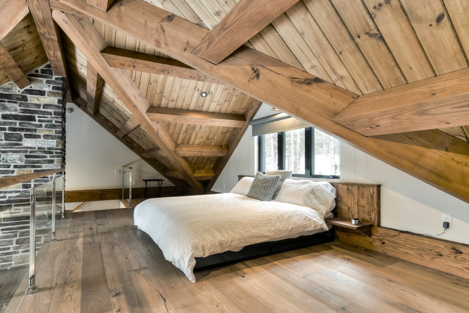 https://0901.nccdn.net/4_2/000/000/046/6ea/timber-frame-interior_738.jpg