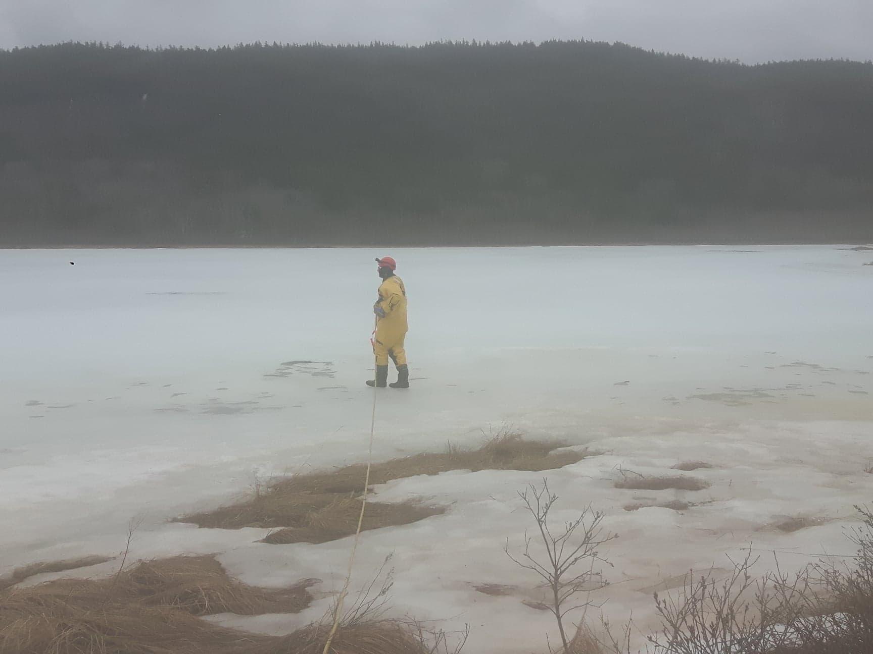 https://0901.nccdn.net/4_2/000/000/046/6ea/walking-on-ice-1728x1296.jpg