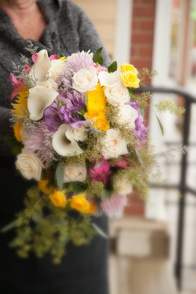 https://0901.nccdn.net/4_2/000/000/046/6ea/wedding_bridal_bouquet-8737b.jpg