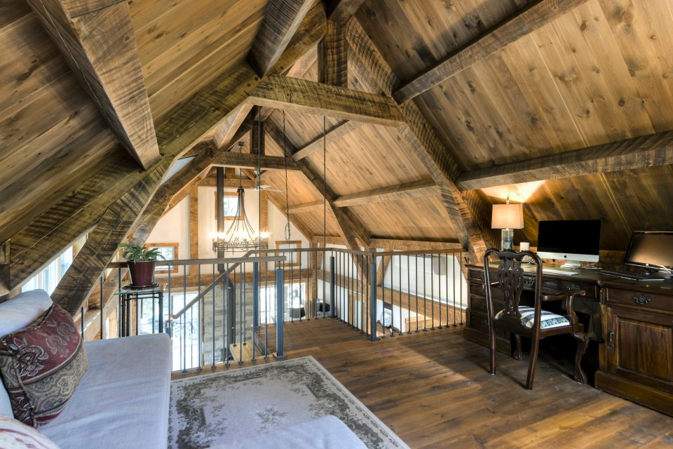 https://0901.nccdn.net/4_2/000/000/048/0a6/timber-frame-interior_702.jpg