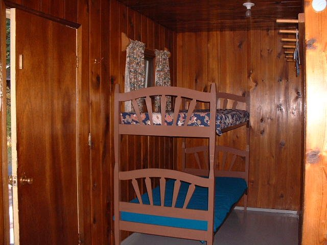 https://0901.nccdn.net/4_2/000/000/04b/787/Cabin-10-bunk-beds-640x480.jpg