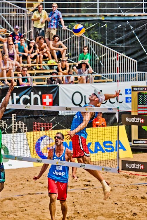 Québec Open Volley  ball 2011  Les champions  olympiques, Phil  Dalhausser et Tod  Rogers lors de leur  match de finale  contre les Brésiliens