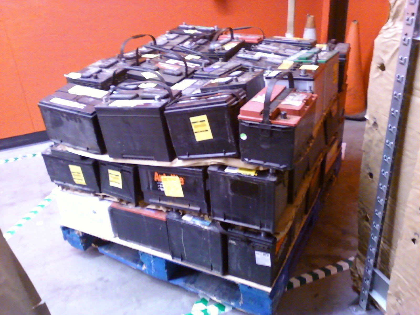 https://0901.nccdn.net/4_2/000/000/04d/add/Pallet_of_scrap_lead-acid_automotive_batteries_-right_side-.jpg