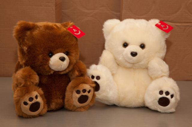 https://0901.nccdn.net/4_2/000/000/050/773/zb_port_alberni_stuffed_bears-4388.jpg