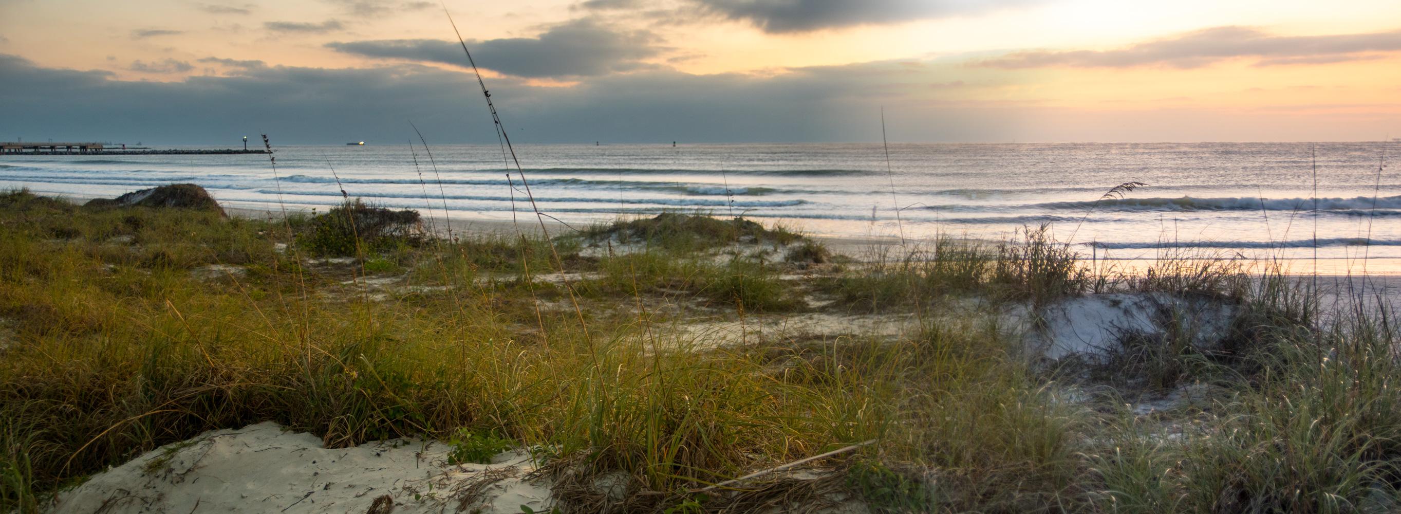 https://0901.nccdn.net/4_2/000/000/051/0ce/sunset-beach-panorama.jpg