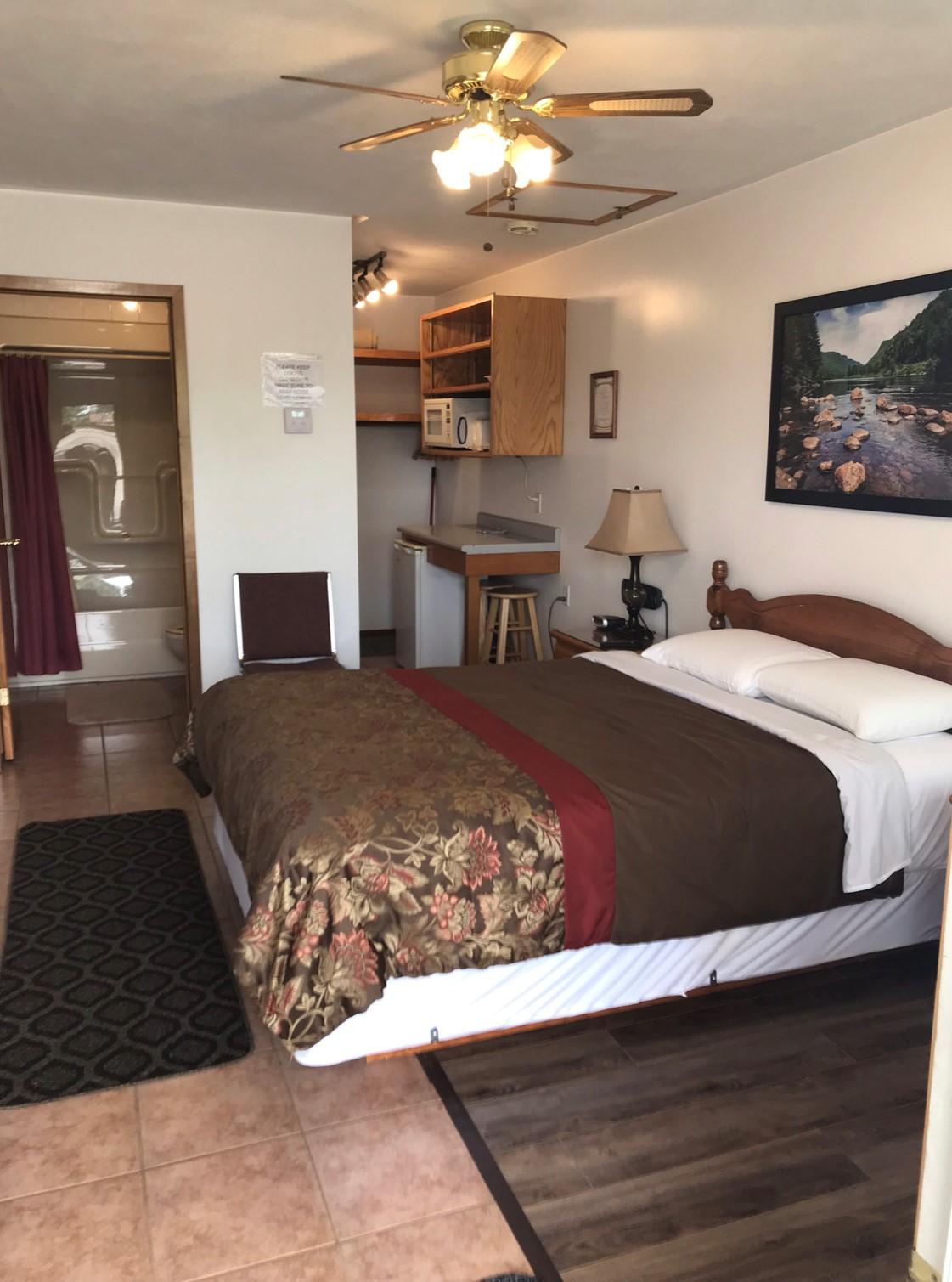 https://0901.nccdn.net/4_2/000/000/051/72c/jays-motel-room-with-1-beds.jpg