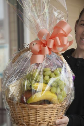 https://0901.nccdn.net/4_2/000/000/057/fca/0g_gourmet_basket_port_alberni_zzy.jpg