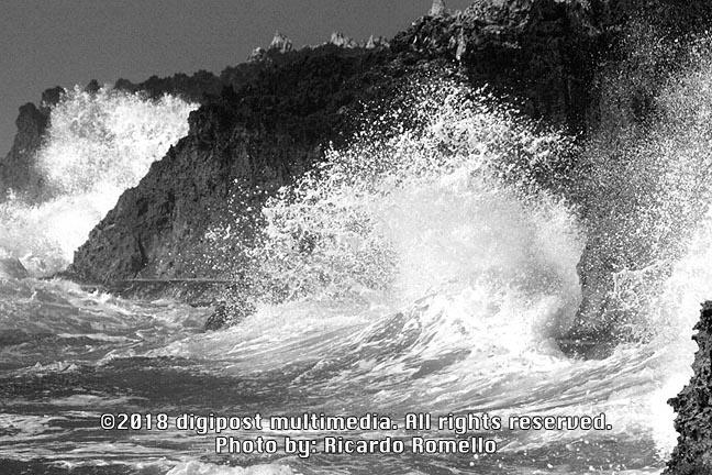 https://0901.nccdn.net/4_2/000/000/058/442/BeachBayCliffsGrandCayman-648x432.jpg