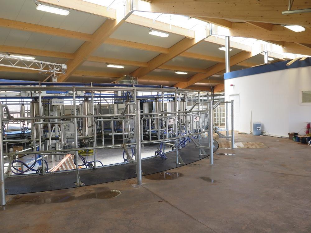 2016 PEI - Robot dairy barn