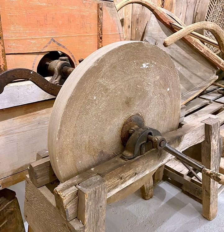 Grinding Wheel for Sharpening Metal Tools.