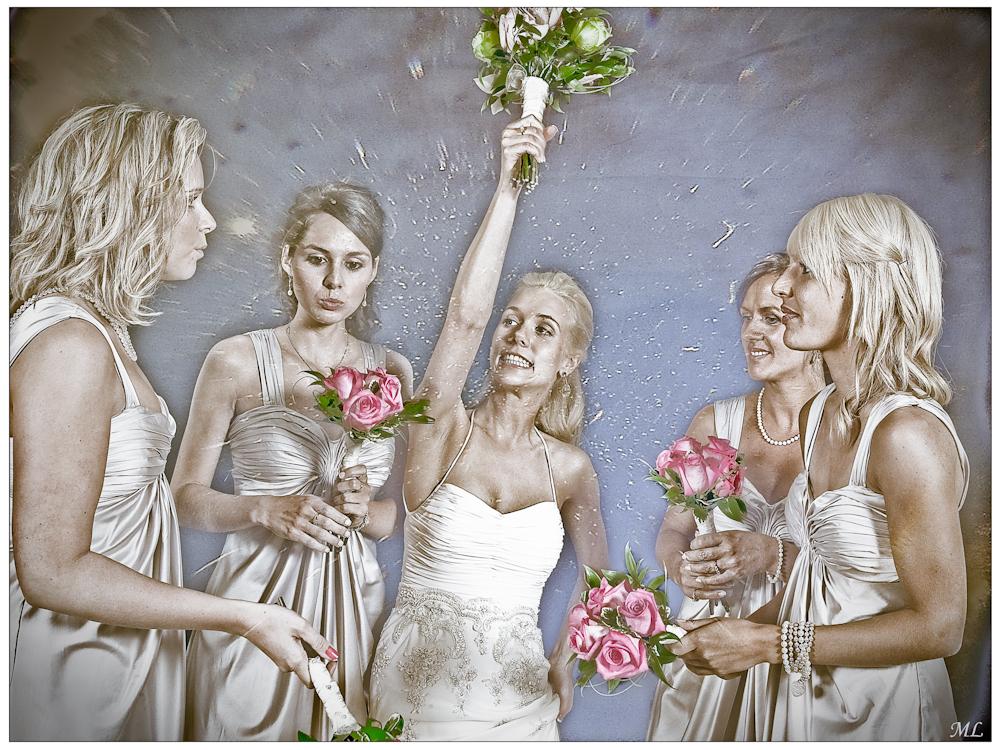"""""""Mention"""" lors du  101e Salon de la  SPAQ  --------------- Emanuelle et les  dames d'honheur -  Juillet 2009"""