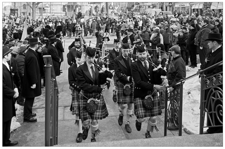 8071-nb  Entrée à l'hôtel  de VIIIe de Québec  des participants du  défilé