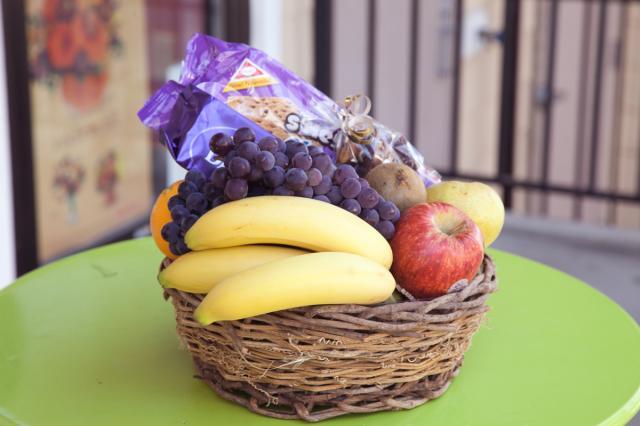 https://0901.nccdn.net/4_2/000/000/05c/240/get-well-fruit-basket-small-20160809a.jpg