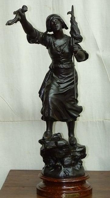 Statue restaurée / Restored statue