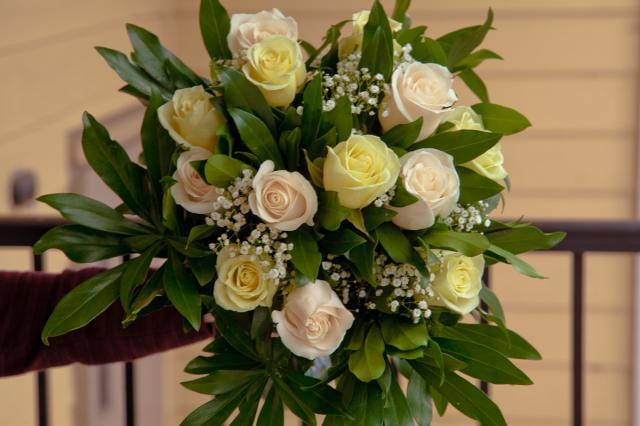 https://0901.nccdn.net/4_2/000/000/05e/0e7/port-alberni-wedding-bouquet2.jpg