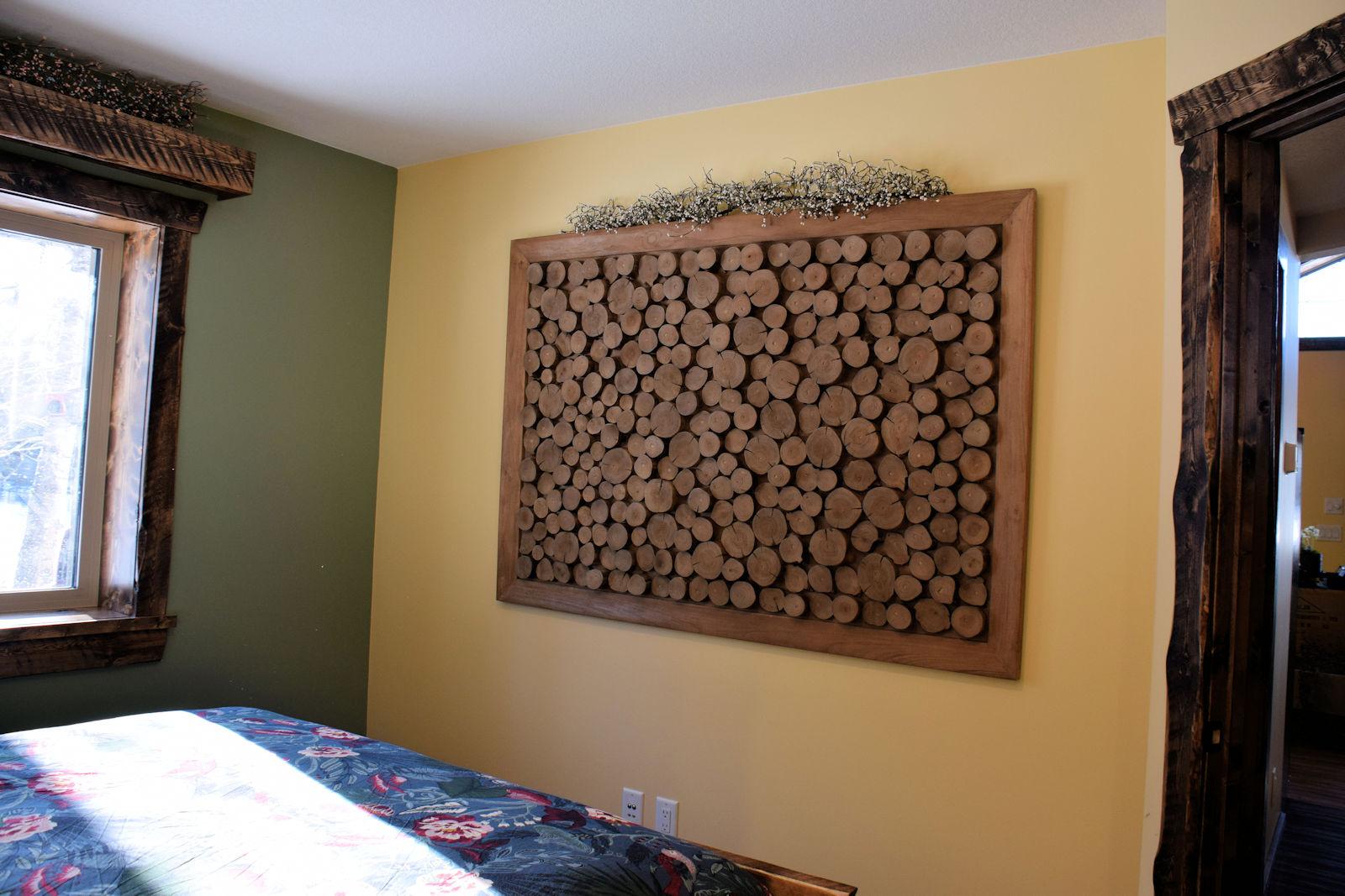 https://0901.nccdn.net/4_2/000/000/05e/0e7/queen-bedroom-deco-1600x1067.jpg