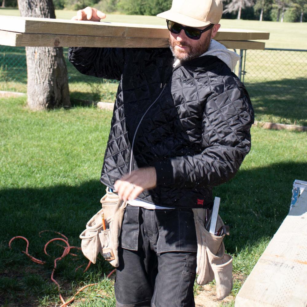 https://0901.nccdn.net/4_2/000/000/05e/0e7/wp07-wj26-carpenter-carrying-cut-lumber-on-his-shoulder-in-a-hoo.jpg