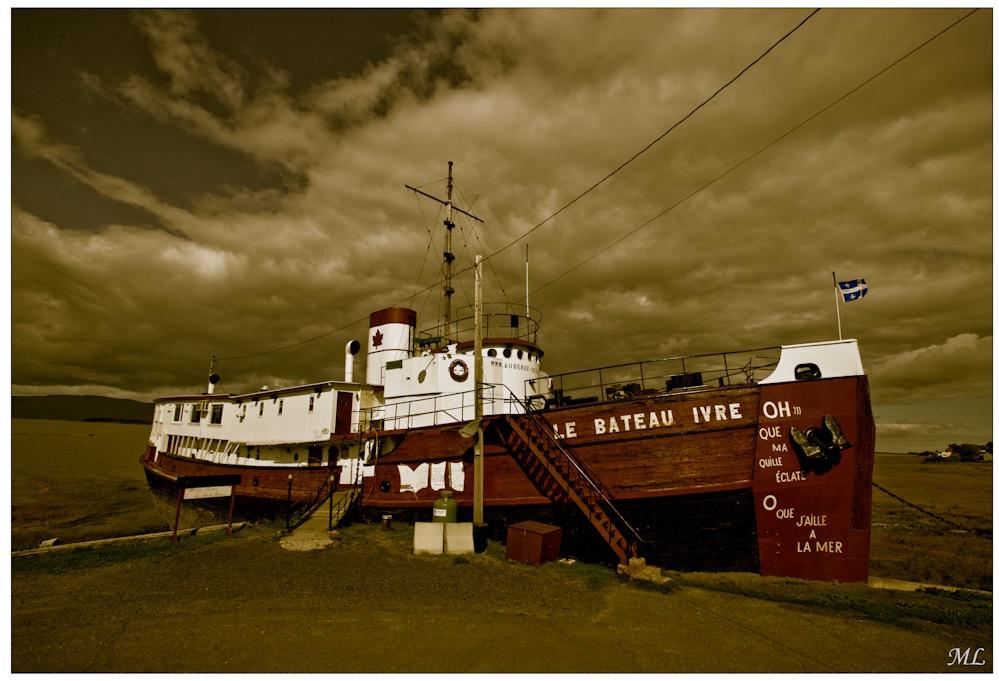 Le bateau Ivre de  l'Isle-aux-Grues  Québec Bas du  Fleuve Automne  2008