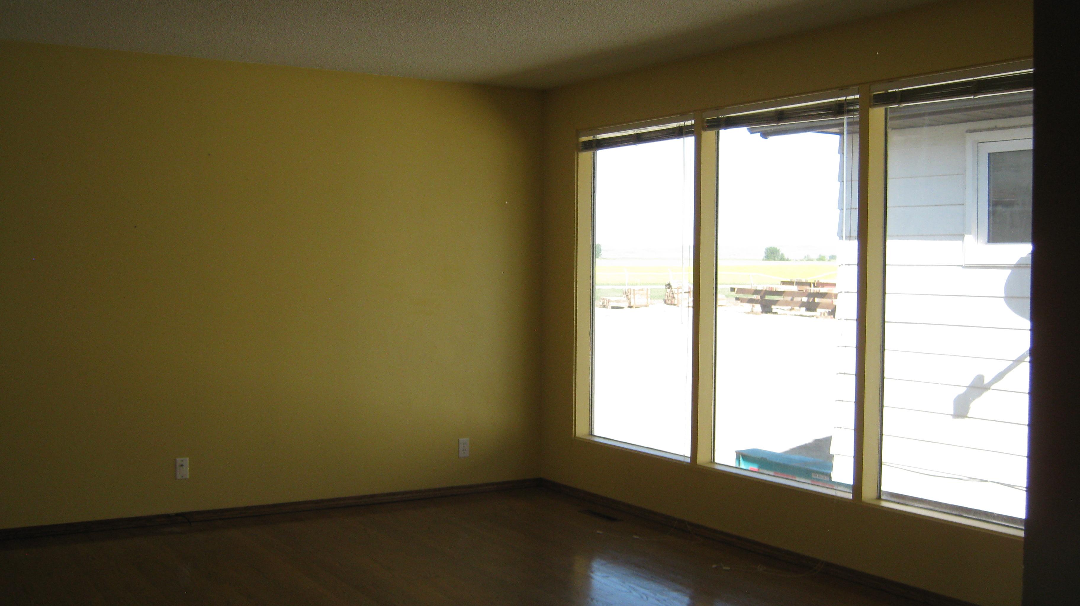 https://0901.nccdn.net/4_2/000/000/060/85f/Livingroom-3648x2048.jpg