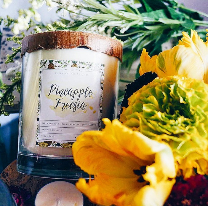 Jasmine blossoms, tropical ginger and gardenia petals combined with sweet pineapple.