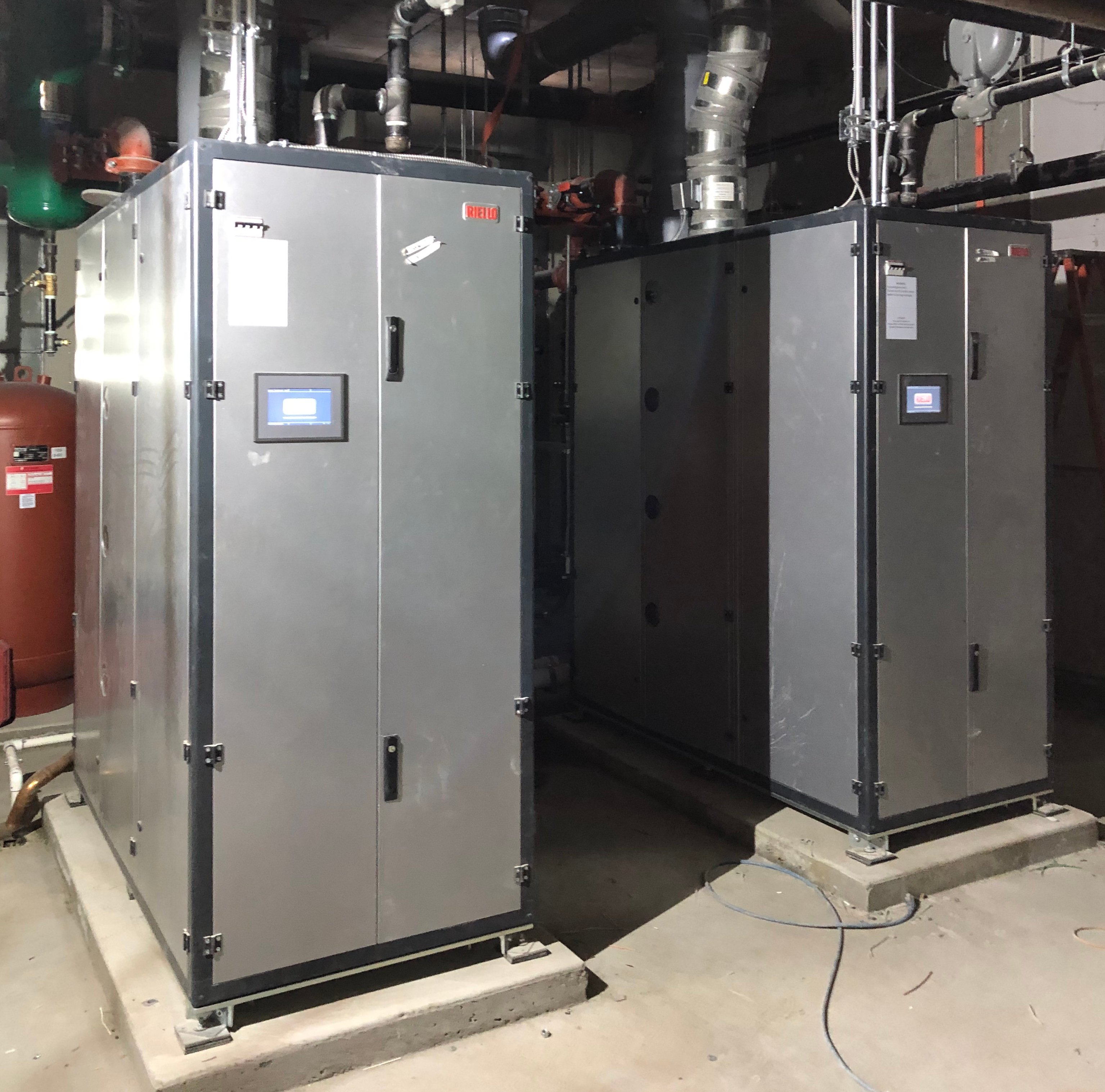 Hub-C 28 floor, 351 suite residential tower. 2x AR-4000 Riello ARRAY™ Boilers 80:1 Plant Turndown.