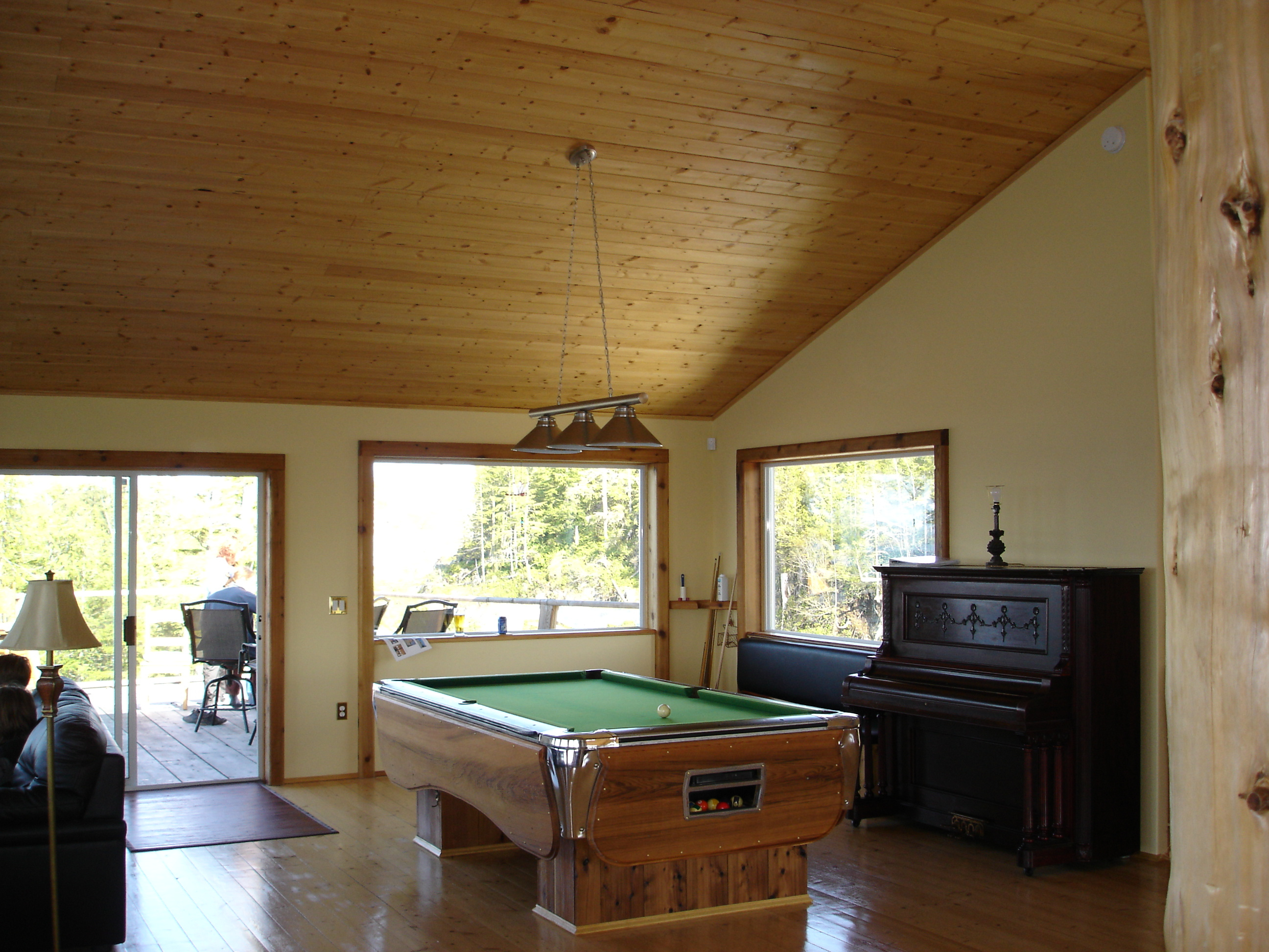 https://0901.nccdn.net/4_2/000/000/061/438/pool-table-and-deck-view-2592x1944.jpg