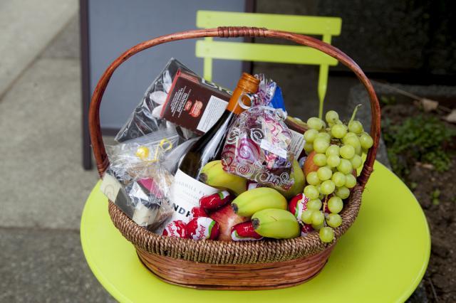 https://0901.nccdn.net/4_2/000/000/064/d40/0fd_fathers_day_gourmet_basket_port_alberni-3085.jpg