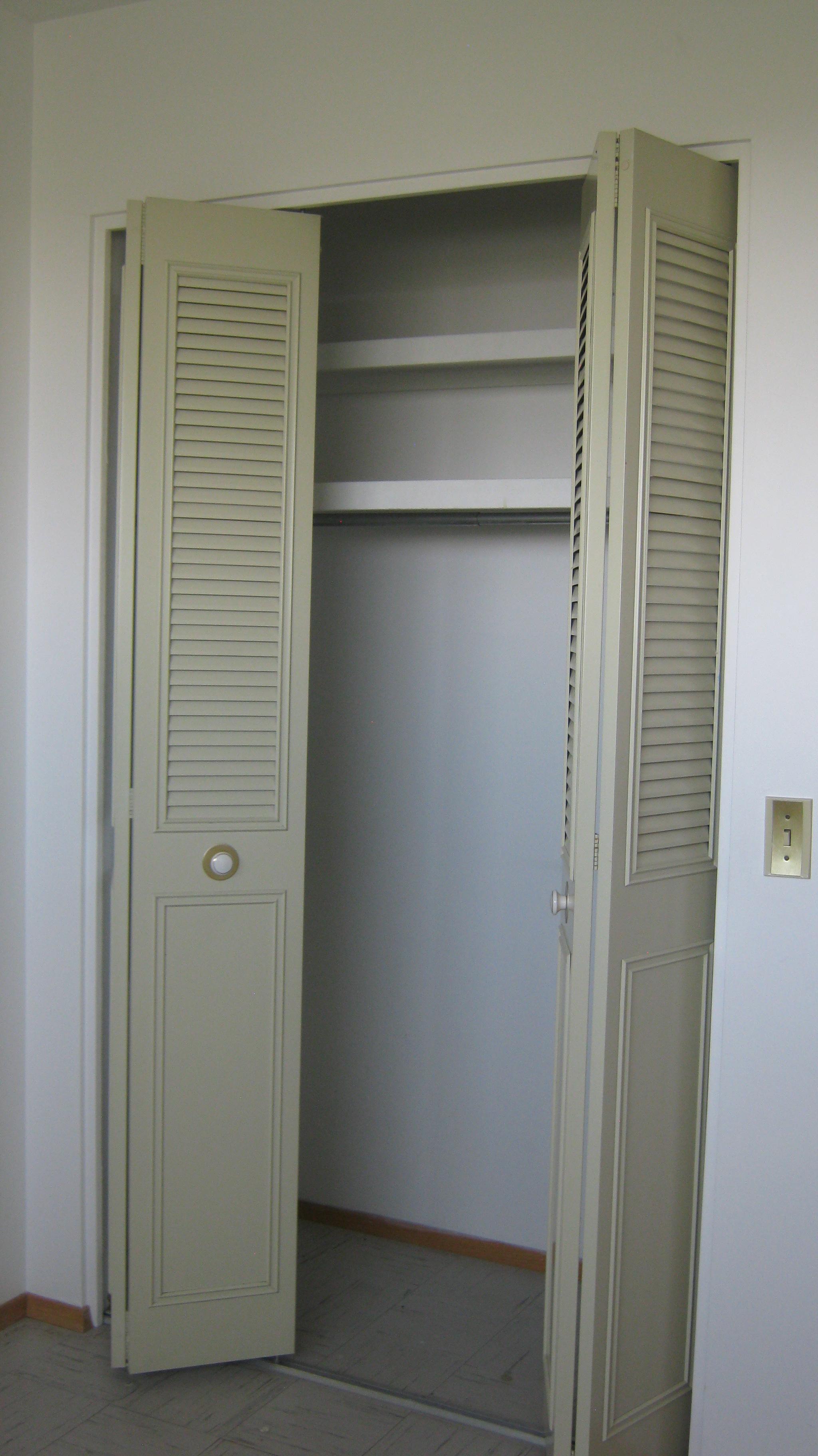 Closet-in-Bedroom-2