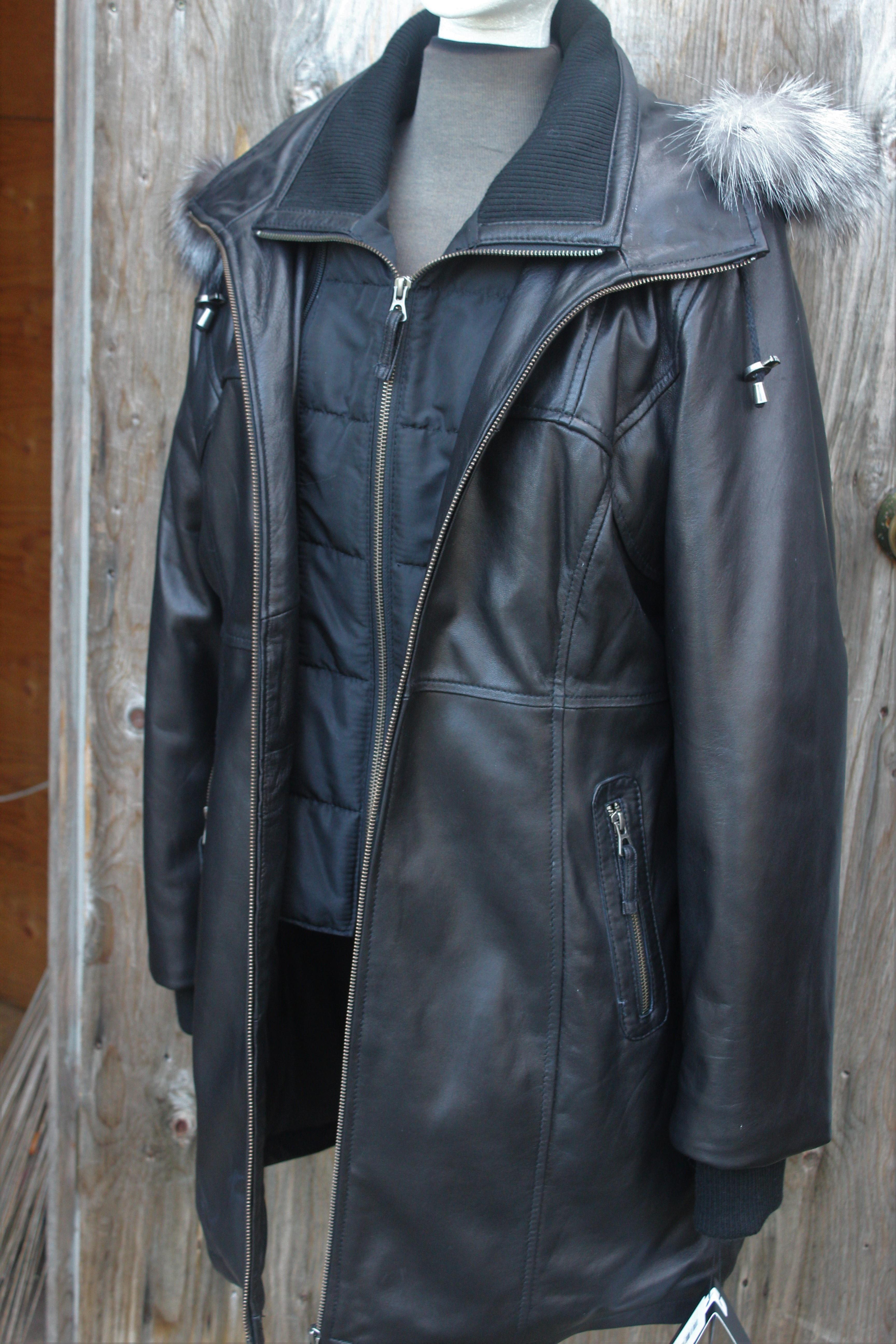 Black w/fur- $575.00 Plonge: Style #30655Bkm