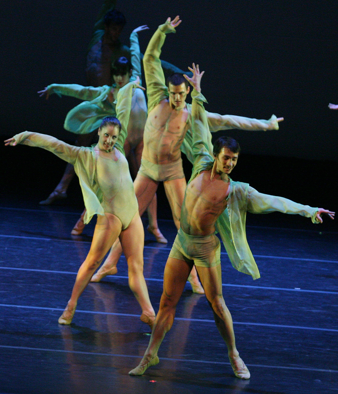 https://0901.nccdn.net/4_2/000/000/064/d40/joni-ballet4.jpg