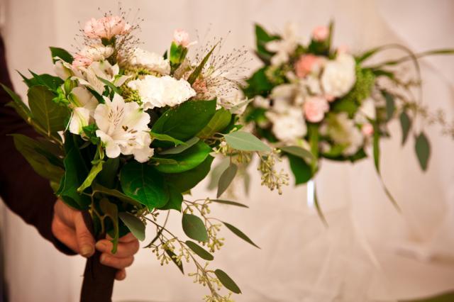 https://0901.nccdn.net/4_2/000/000/064/d40/port-alberni-wedding-florist-2015b.jpg