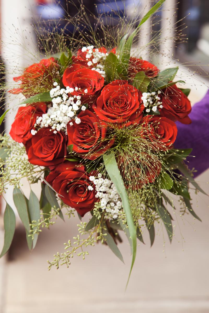 https://0901.nccdn.net/4_2/000/000/064/d40/z-portalberniweddingflowers-7884-.jpg